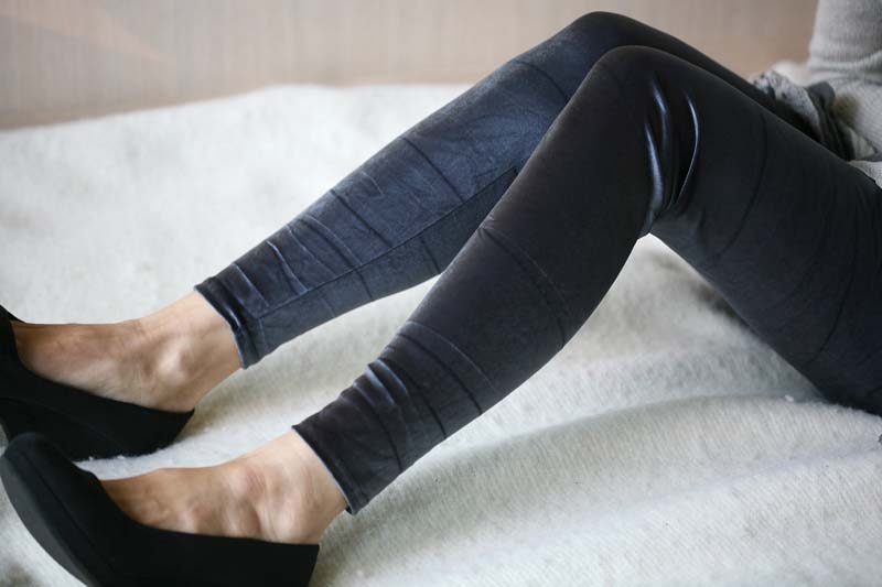 Embossed Legging 04