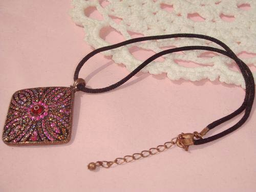Artificial Pendant Necklace