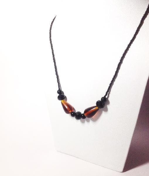 Short Beaded Necklace 01