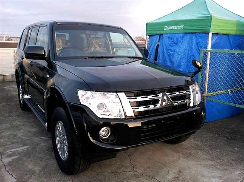 Used 2013 Mitsubishi Pajero GR Car