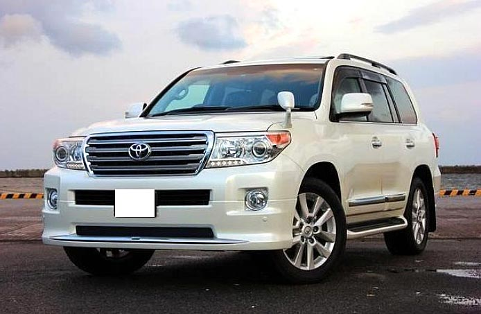 Used 2013 Toyota Land Cruiser Prado Car (White)