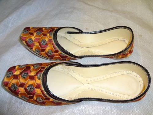 Ladies Punjabi Juttis