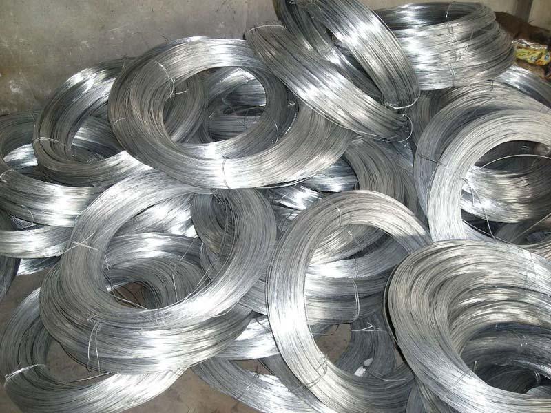 Galvanized iron wire barbed
