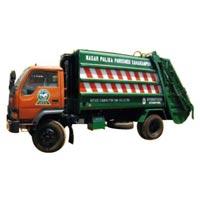 Refuse Compactor Truck