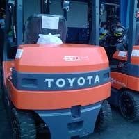 Battery Forklift Rental Service