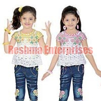 Girls Denim Capris (D.No. : 1237)