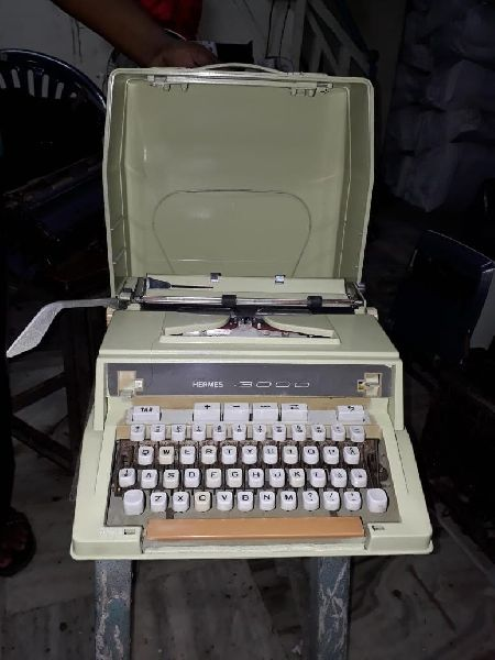 Brother White Portable Typewriter 05