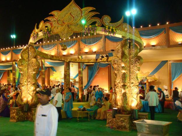 Peacock Pillars Round Wedding Mandap