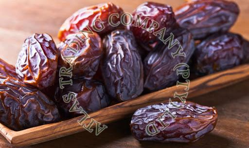 Fresh Brown Dates