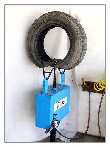 Liftup Tyre Spreader 02