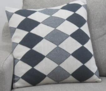 Knitted Cushion Cover 03
