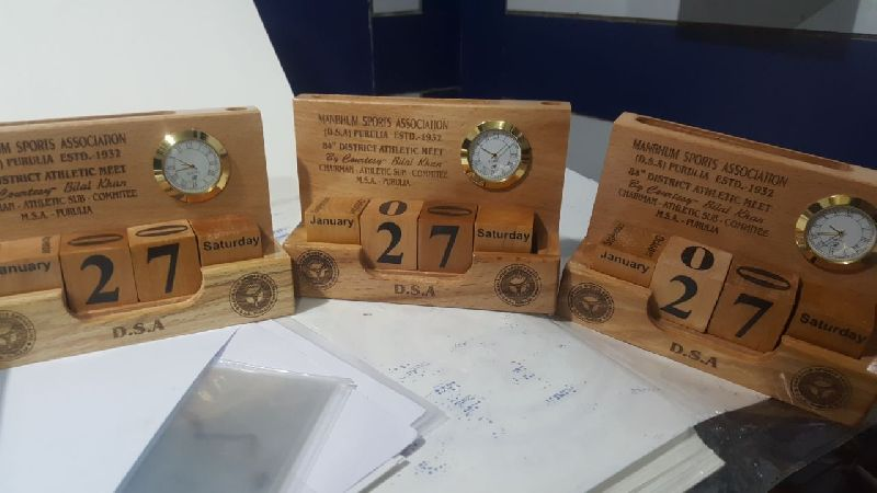 Corporate Gifts Wooden Pen Stand 02