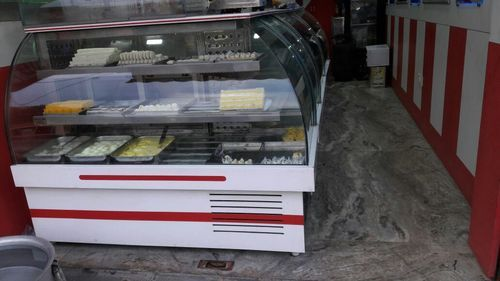 Curved Glass Display Counter  02