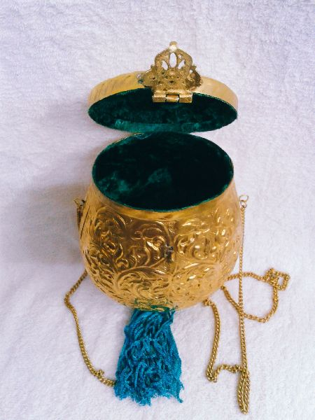 Brass Embossed Pot Purse 04