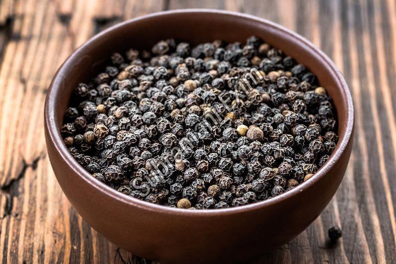 Dried Black Pepper Seeds