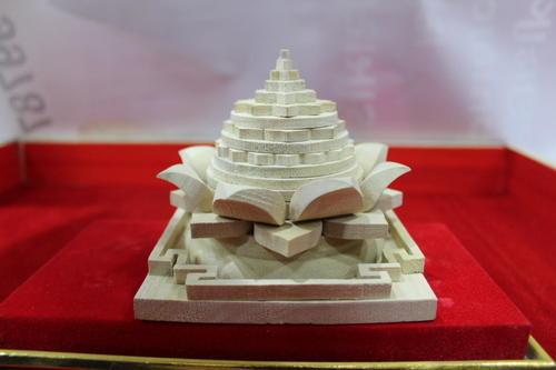 Wooden Lotus Shree Yantra 01