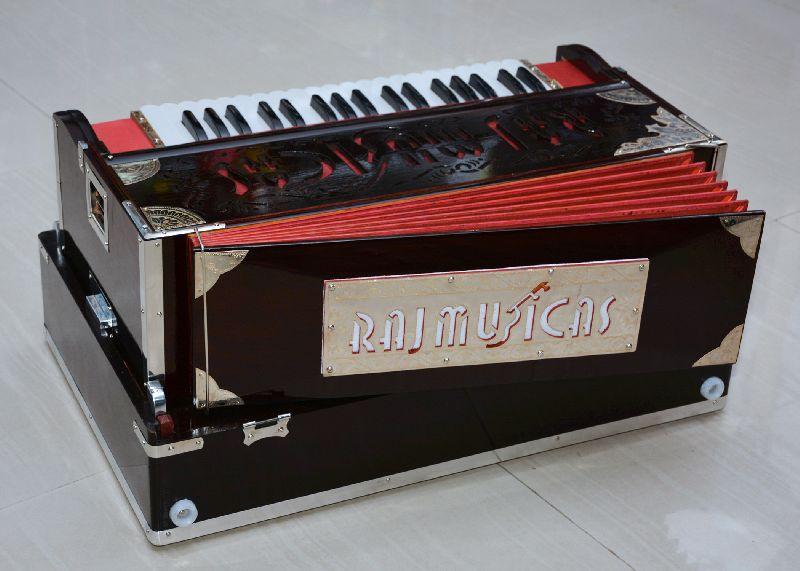 Manufacturer, Exporter & Supplier of Harmonium in Bhavnagar