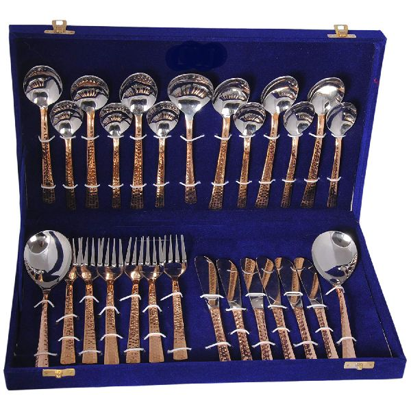 27 Piece Cutlery Set