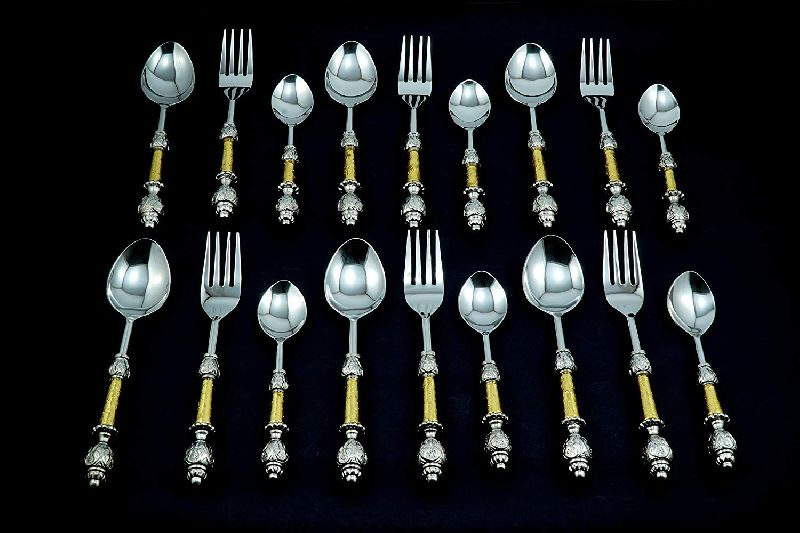30 Piece Cutlery Set