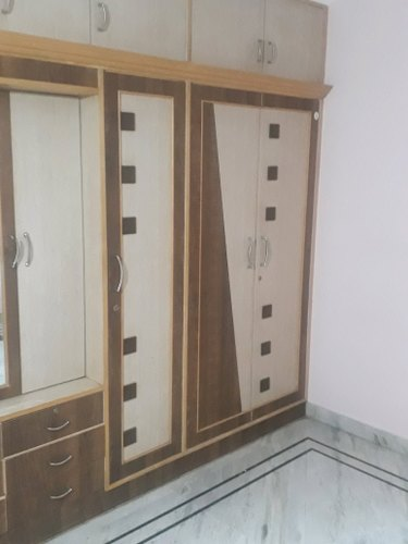 Wooden Almirah Polishing Service