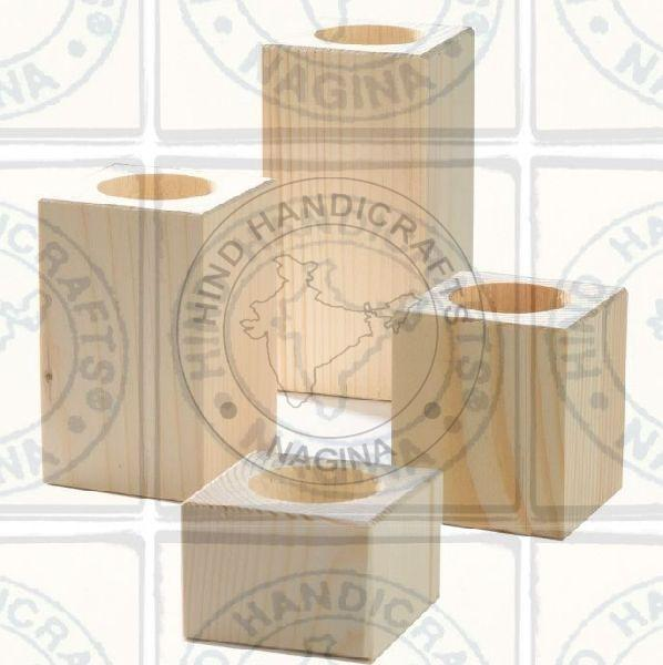 HHC154 Wooden Candle Holder