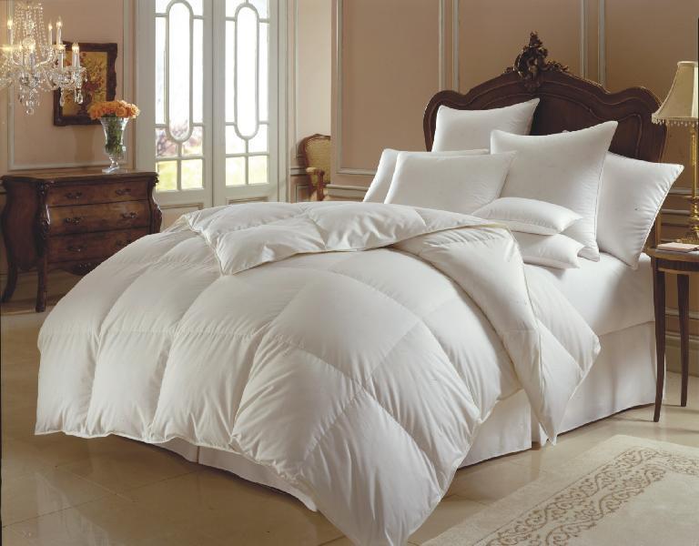 White Microfiber Comforter 01