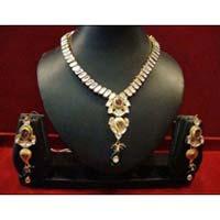 Lightweight Kundan Delicate Necklace Set