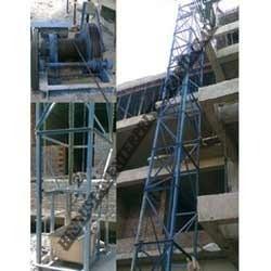 Builder Hoist Machine 02