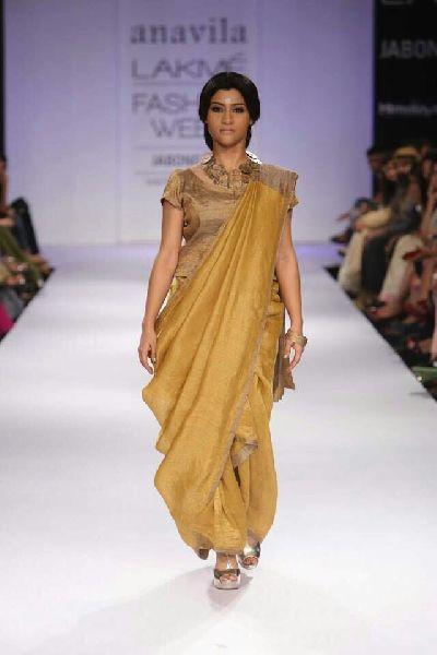 Linen Saree With Golden Zari Border 08