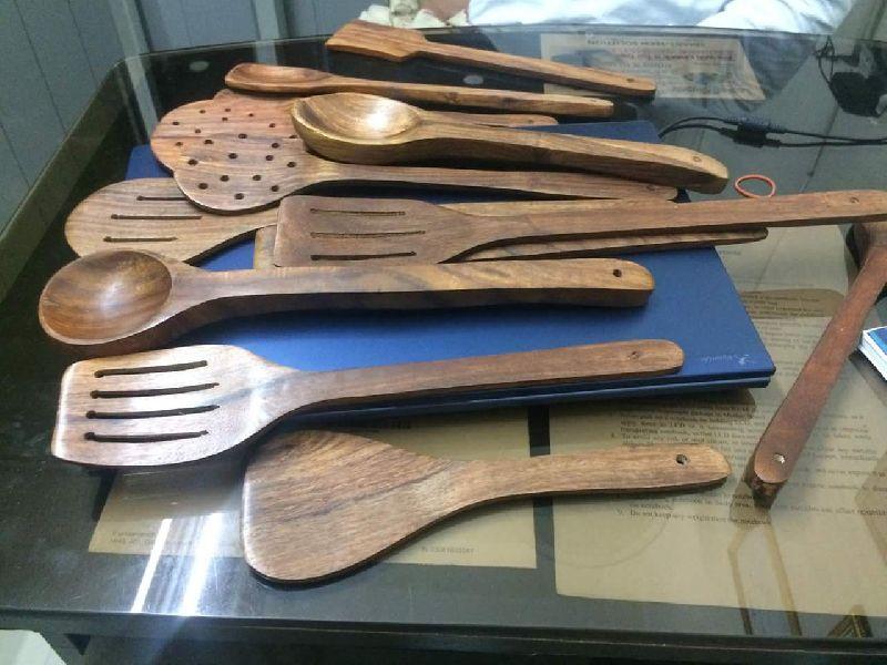 Wooden Dinner Set 02