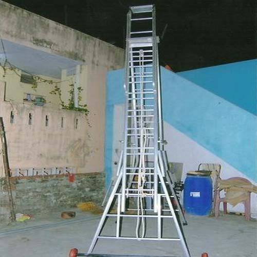 Self Supporting Extension Ladder 01