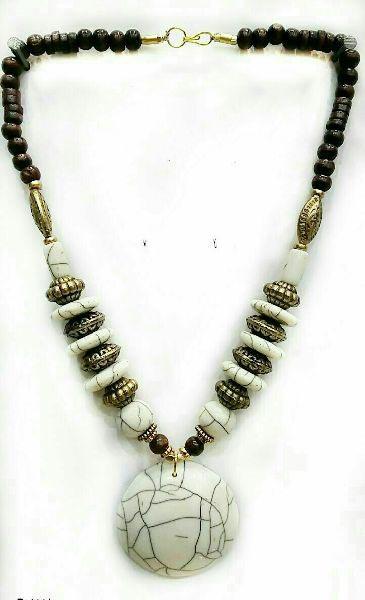 Stone Bead Pendant Necklace 01