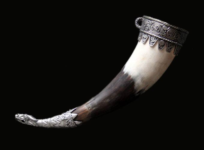 Horn and Bone Drinking Horn 06