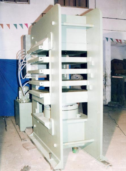 425 Ton - 36 x 36 - 4 D. Light Fully automatic vacuum type rubber molding machine