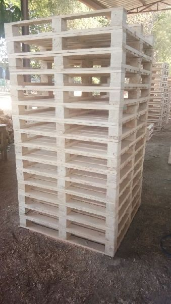 Four Way Pine Wood Pallet 03