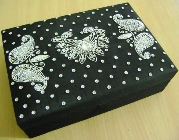 Decorative Beaded Boxes 04