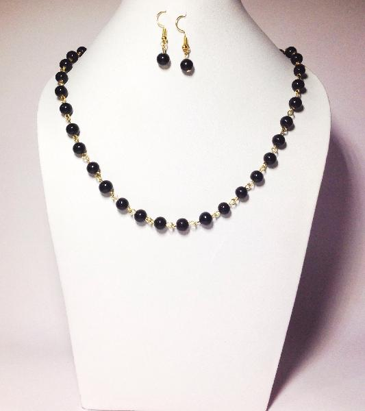 Short Beaded Necklace 02