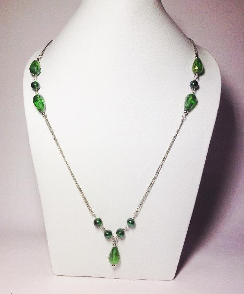 Short Beaded Necklace 03