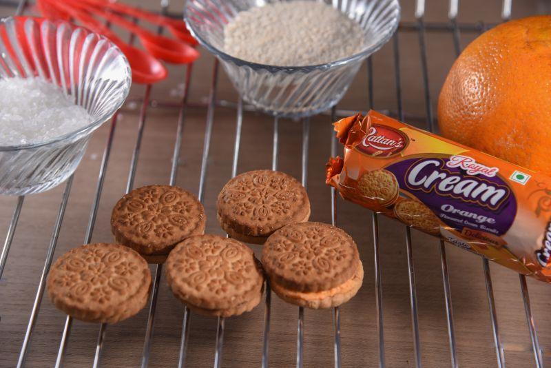 Royal Cream Orange Biscuits 01
