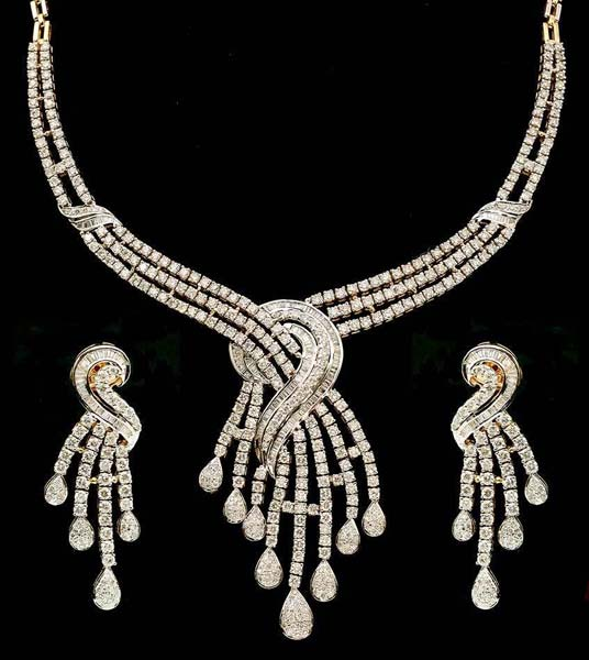 Diamond Gold Necklace Set (CWWDGR001)