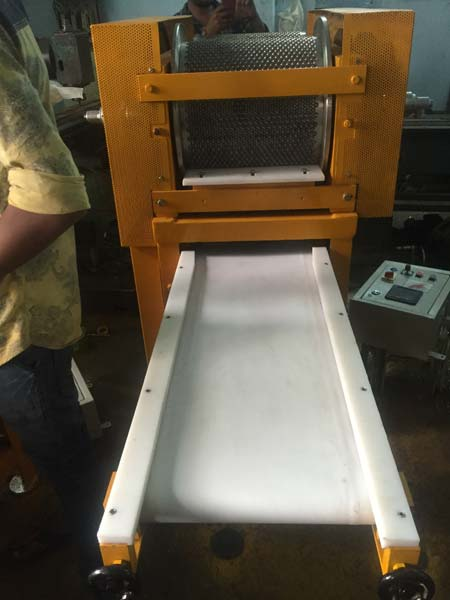 Automatic Chocolate Lentils Depositing Machine