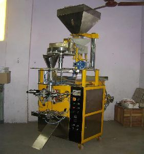 Automatic Collar Type Form Fill & Seal Machine With Volumetric Cup Filler
