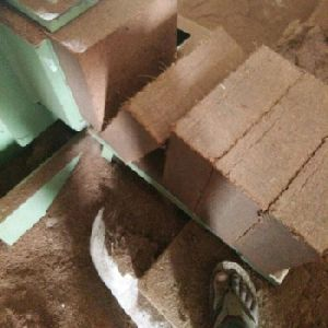 COCO PEAT WASHED 5 KG ORDINARY BLOCKS