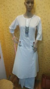 Ladies White Plain Kurti