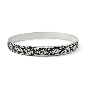 Tempting 925 Sterling Silver Bangle