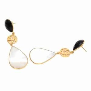 Pearl Shell And Black Onyx Earring