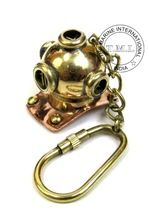 DIVING HELMET KEY RING