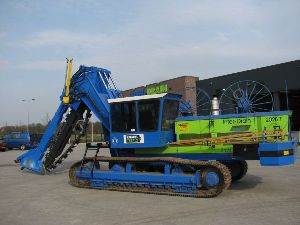Hydraulic chain driven Trench Digger Machine
