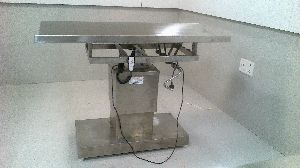 Remote Operating Animal Surgical Table