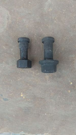 Tractor Trolley Hub Bolt 04